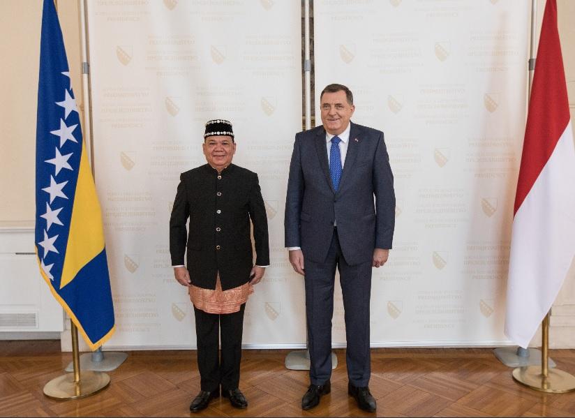 Предсједавајући Предсједништва БиХ Милорад Додик примио акредитивно писмо амбасадора Републике Индонезије у БиХ Роема Коноа