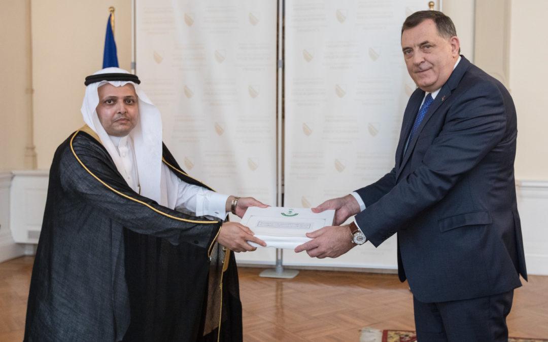 Предсједавајући Предсједништва БиХ Милорад Додик примио акредитивно писмо новоименованог амбасадора Краљевине Саудијске Арабије у БиХ Осаме Дахела Р. Ал Ахмедија