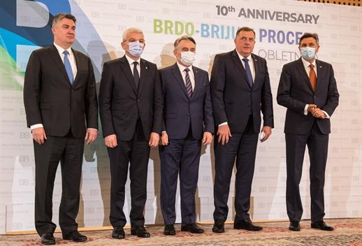 Предсједавајући Предсједништва Босне и Херцеговине Милорад Додик и чланови Предсједништва БиХ Жељко Комшић и Шефик Џаферовић присуствовали су свечаном састанку лидера Брдо – Бриони процеса на Брду код Крања