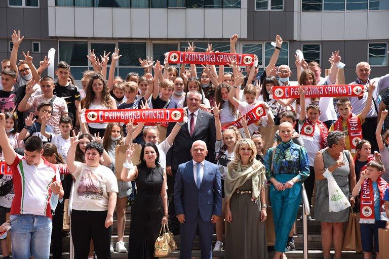 Предсједник Владе Радован Вишковић приредио свечани пријем за ученике са Косова и Метохије